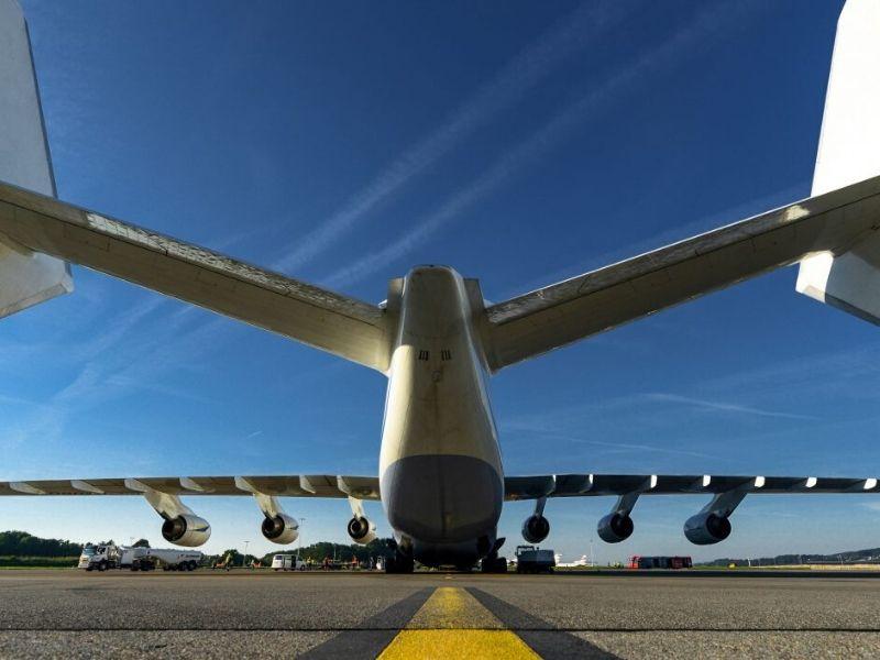 Potężny Antonov AN-225 (antonov-airlines.com)