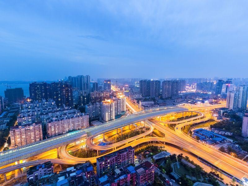 Puste ulice w Wuhan. (canva.com)
