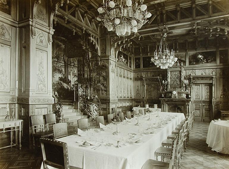 Wnętrza pałacu Białowieża z przełomu XIX i XX wieku.