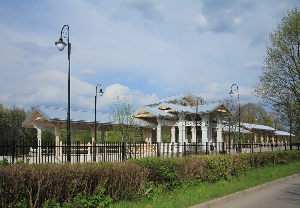 Zrekonstruowany peron stacji Białowieża Pałac (fot. Robert Wielgórski,/Wikipedia)